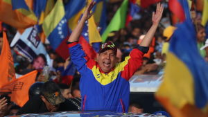 Oppositionspolitikern Henri Falcon bland anhängare inför presidentvalet 2018.