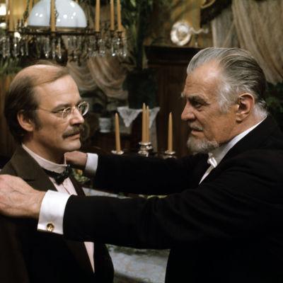 Paavo Pentikäinen ja Tauno Palo televisioteatterin näytelmässä Villisorsa vuonna 1974.