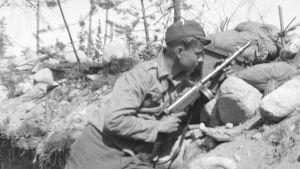 Mauno Koivisto under fortsättningskriget.