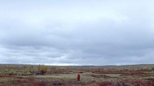 Bengt aavassa sähköttömässä maisemassa Lapissa