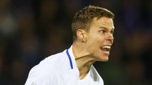 Niklas Moisander blev väldigt sur på domaren i VM-kvalmatchen Island-Finland.