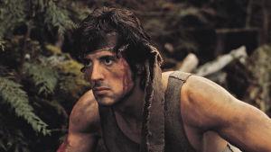 Sylvester Stallone spelar karaktären John Rambo här i den första Rambo-filmen.