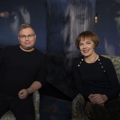 Kirjailija Tommi Kinnunen ja tutkija Marianne Junila Mediapoliksen studiossa Tampereella.