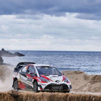 Jari-Matti Latvala kör sin rallybil.