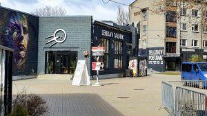 I stadsdelen Telliskivi i Tallinn är det tomt på gatorna på grund av coronakrisen.
