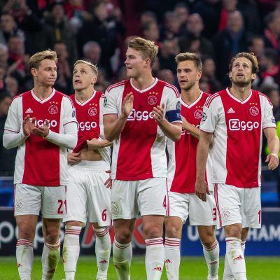 Spelarna i Ajax firar i matchen mot Juventus.