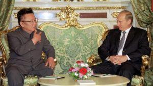 Kim Jong-Il och Vladimir Putin under deras möte i Kreml den 4 augusti 2001.