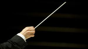 Hand och dirigentpinne