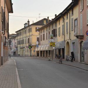 En övergiven gata i Castiglione d'Adda nära Lodi i norra Italien 21.2.2020.