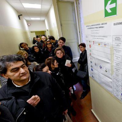 Italienar röstar i Neapel.