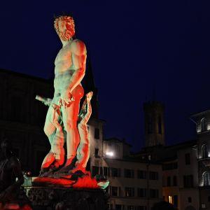 Neptunusfontänen i Florens i Belgiens färger 22.3.2016.
