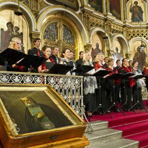 Helsingin kamarikuoro esittää Einojuhani Rautavaaran Vigiliaa Uspenskin katedraalissa 2013