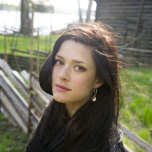 Krista Kosonen alkukesästä 2013. Kuva otettu Yle Teeman Kesäkinoon, Käpy selän alla -elokuvan esittelyyn.