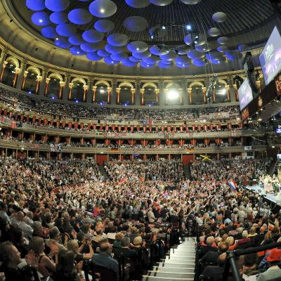 Promien viimeisen illan yleisöä Royal Albert Hallissa 2014