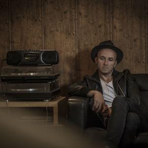 Samuli Putro on yksi SuomiLOVE-ohjelman kymmenistä artisteista.