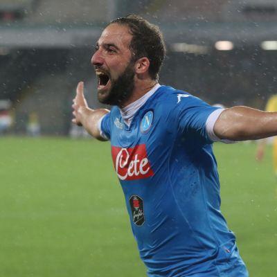 Gonzalo Higuain lämnar Napoli för Juventus.