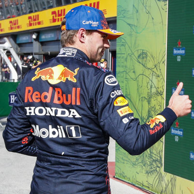 Max Verstappen och Lewis Hamilton efter kvalet.