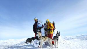Niklas Hollsten uppe på ett snötäckt berg.