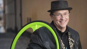 Författaren och cykelentusiasten Johan Tell