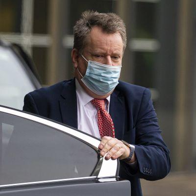Den brittiske brexit-förhandlaren David Frost som stiger ut ur en bil.