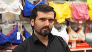 Ali Mohammadi säljer bh:ar i Teheran.