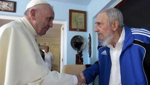 Påven träffar Fidel Castro på Kuba.