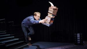 Dennis Nylund i Allt som är underbart av Duncan Macmillan.