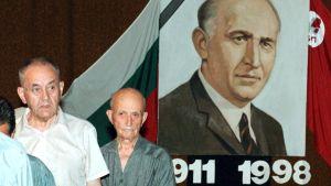 Bulgariska kommunister som sörjer den avlidne ledare Todor Zjivkov