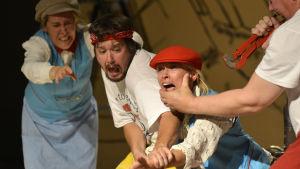 Foto från Sirius Teaterns uppsättning av Den gyllene draken.