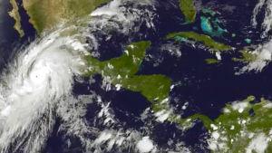 Satellitbild på orkanen Patricia som närmar sig Mexico.