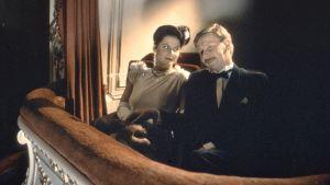 Sanna Fransman ja Matti Pellonpää Kaurismäen elokuvassa Cha cha cha (1989).