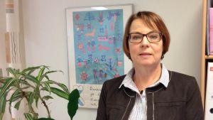 Verksamhetsledare Marja Tuomi vid förbundet närståendevårdare och vänner.