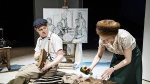 Patrick Henriksen och Alma Pöysti i Tove på Svenska Teatern.