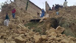 Hus som kollapsat i Bajaur i Pakistan nära gränsen mot Afghanistan.