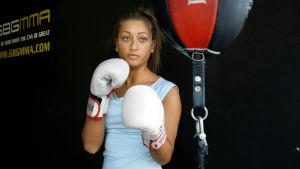 Francesca Dytlow i första avsnittet av serien Välja väg.