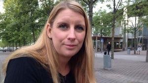 Porträttbild på polisen Carina Bäck.