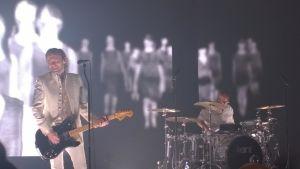 Kent uppträder på Vaasa Arena (ishallen i Vasa).