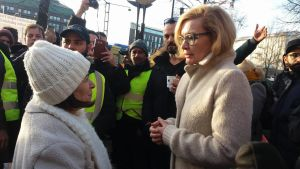 inrikesminister Paula Risikko på asyldemon i Hfrs 2017