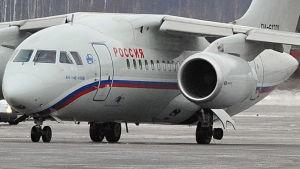 Olycksplanet var av typen AN-148 som tillverkas i Ukraina. Detta är inte samma olycksplan