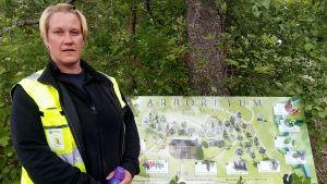 Trädgårdsmästare Pia Grönqvist från Sibbo kommun.