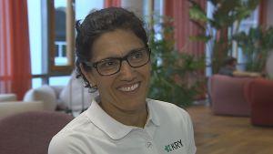Porträttbild på läkaren Nasim Farrokhnia, som jobbar på nätläkarföretaget Kry.
