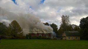 Det brinnande huset i Ingå.