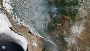 Amerikanska satellitbilder visar hur Amazonas brinner både i Brasilien och i grannlandet Bolivia