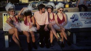 The Go-Go's -yhtyeen jäseniä musiikkivideon kuvaustauolla 1982. Arkistokuva samannimisestä dokumenttielokuvasta.