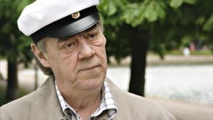 Mauri Alho, esittäjänään Aake Kalliala.