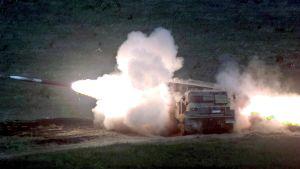 En artillerirobot avfyras från avyrningssystemet mlrs.