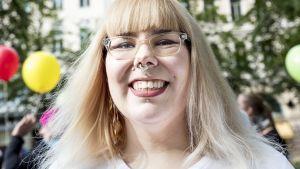 Minnaleena Jaakkola Body Pride -kulkueessa.
