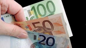 170 euroa seteleinä.