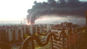 Den 4 april 1999 träffade Natos bomber ett oljeförråd i Novi Belgrad två kilometer från centrala Belgrad.