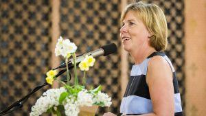 Anna-Maja Henriksson håller tal i Vasa stadshus inför parftidagen 2019.